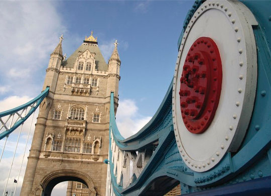 ein Bild der Tower Bridge in London